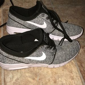 Stefan Janoski Nike tennis shoes. size 9 in men